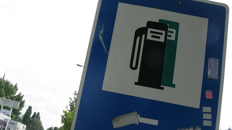 Így változhat az üzemanyagár a jövő héten