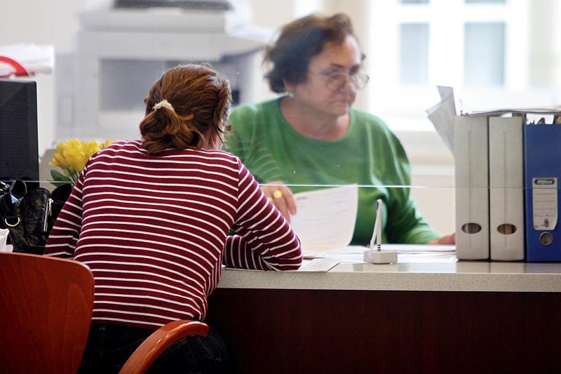 Nyugdíj: így lehet a hatóságnál szolgálati időt szerezni jogviszony nélkül
