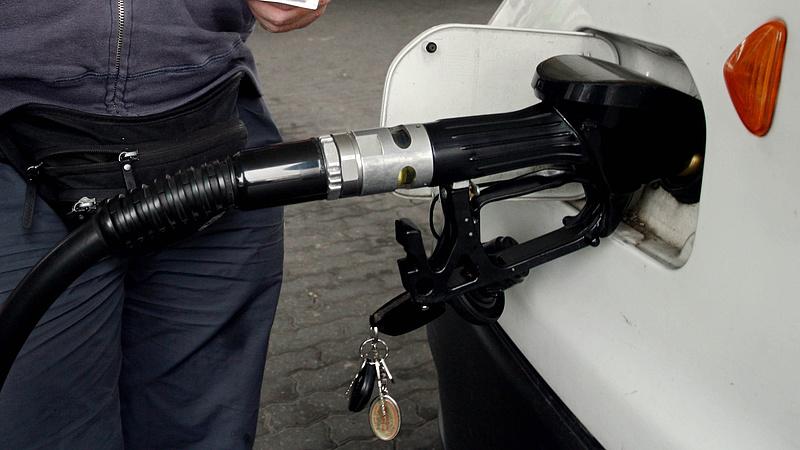 Autósok figyelem: megugorhat az üzemanyagok ára!