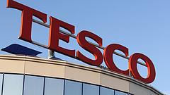Szintet lép a Tesco - kitilthatnak a boltokból egyes márkákat