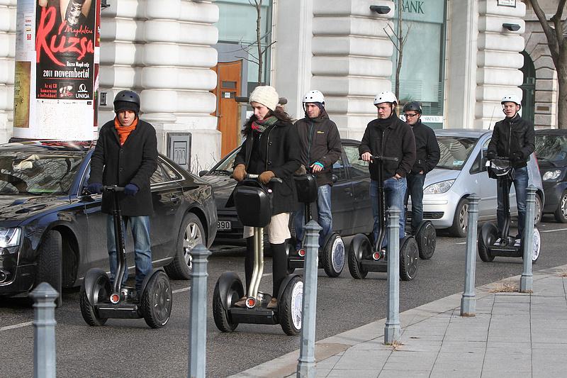 Kitiltanak egy sor közlekedési eszközt a belvárosi gyalogutakról
