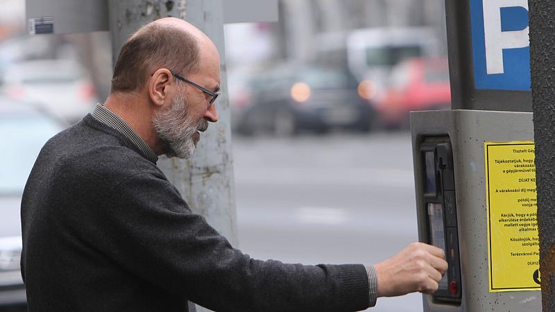Budapesti autósok, figyelem: bővül a fizetős parkolás