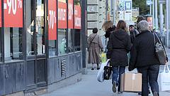 Mikor rohanják le a boltokat a magyarok?