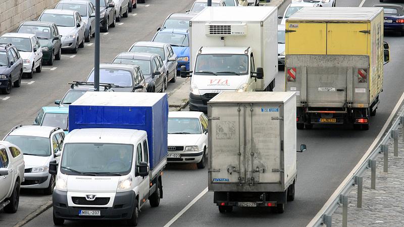 Durva sebességkorlátozás jöhet Budapesten - készülnek a vírus utáni életre