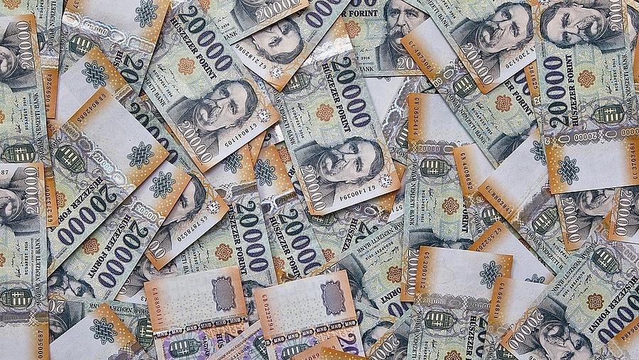 hány évesen keresnek pénzt hogyan lehet pénzt keresni fogadásokkal